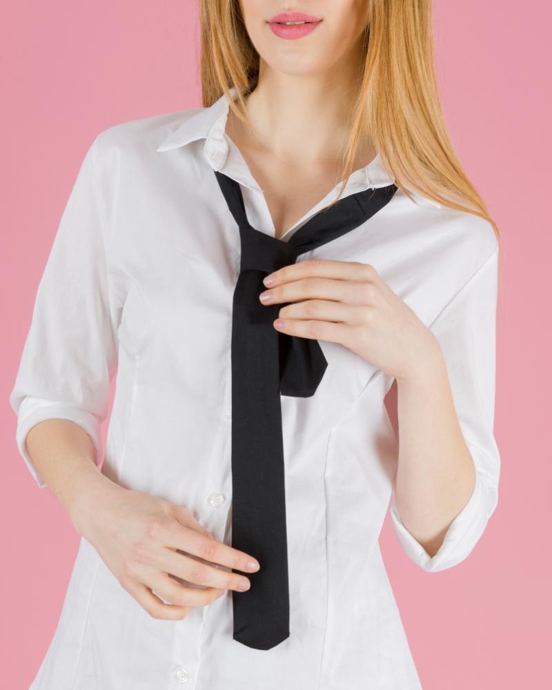 Camicia classica con cravatta