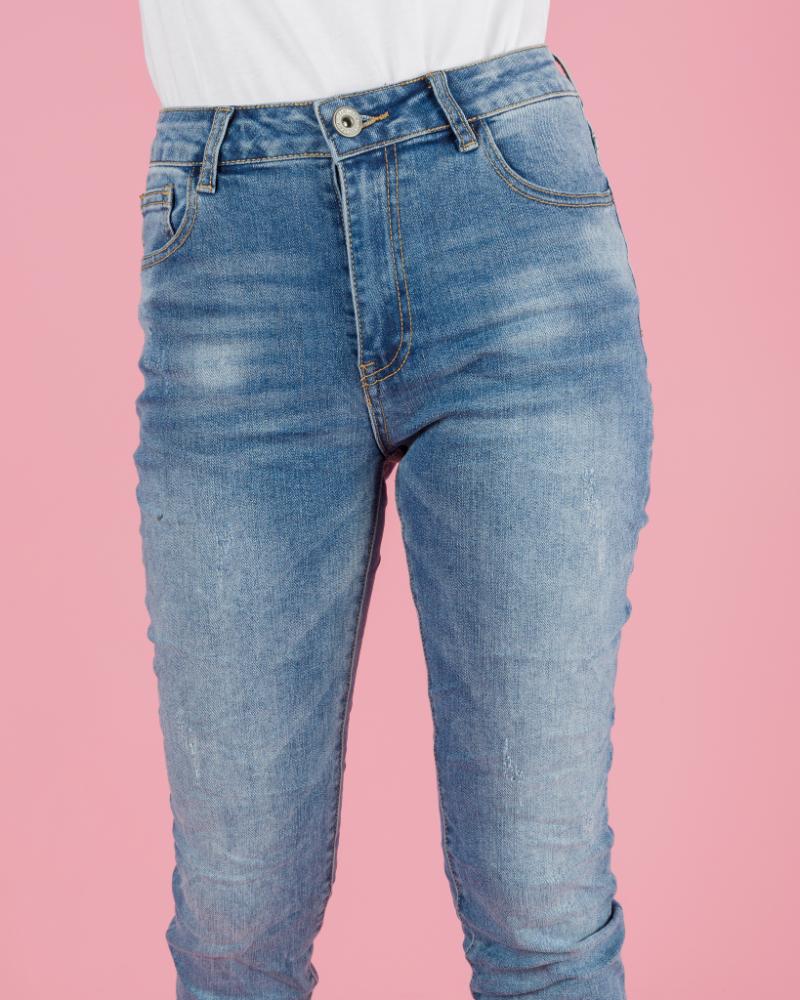 jeans con orlo sfrangiato