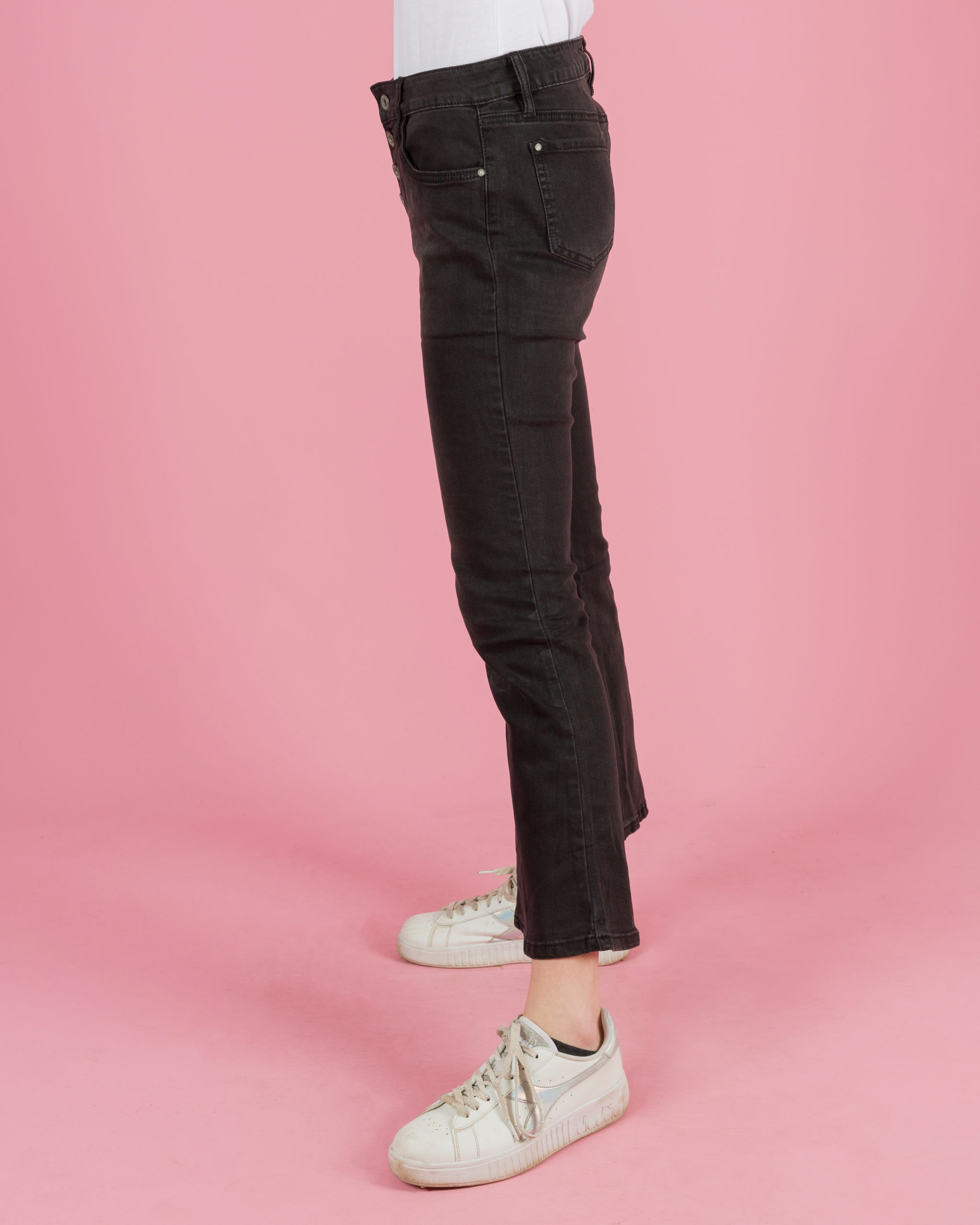 Jeans a zampa con bottoni frontali
