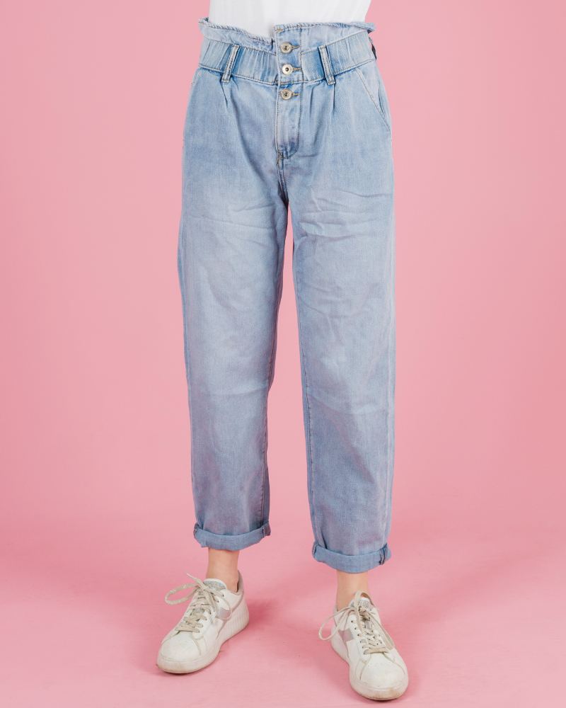 jeans con bottoni frontali