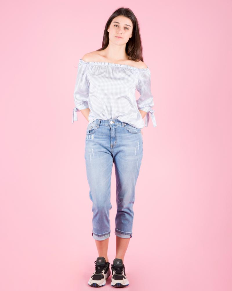 Jeans classici con strappi